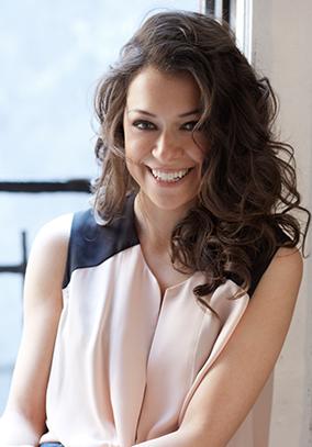 Tatiana Maslany (Lucy)